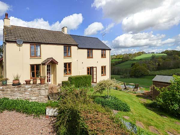 GLEBE FARM COTTAGE on working farm, beautiful countryside, open plan, holiday rental in Coed-Y-Paen