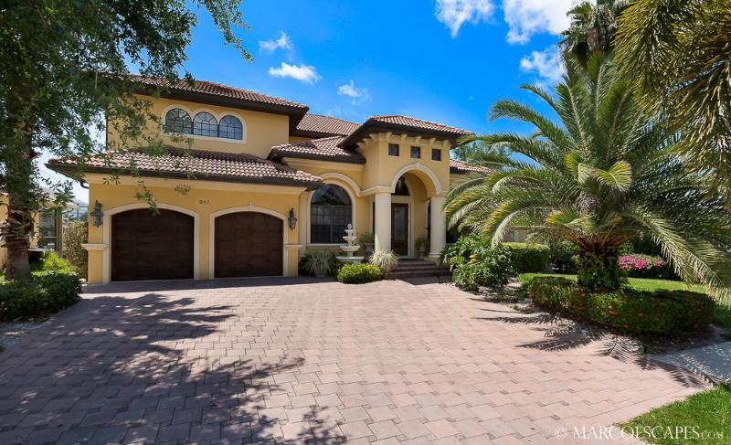 CASA DOMINGO - Tropical Waterfront Palace Sleeps 10 !, vacation rental in Marco Island