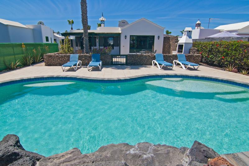 Casa Palmeras, Playa Blanca, Lanzarote, vacation rental in Playa Blanca