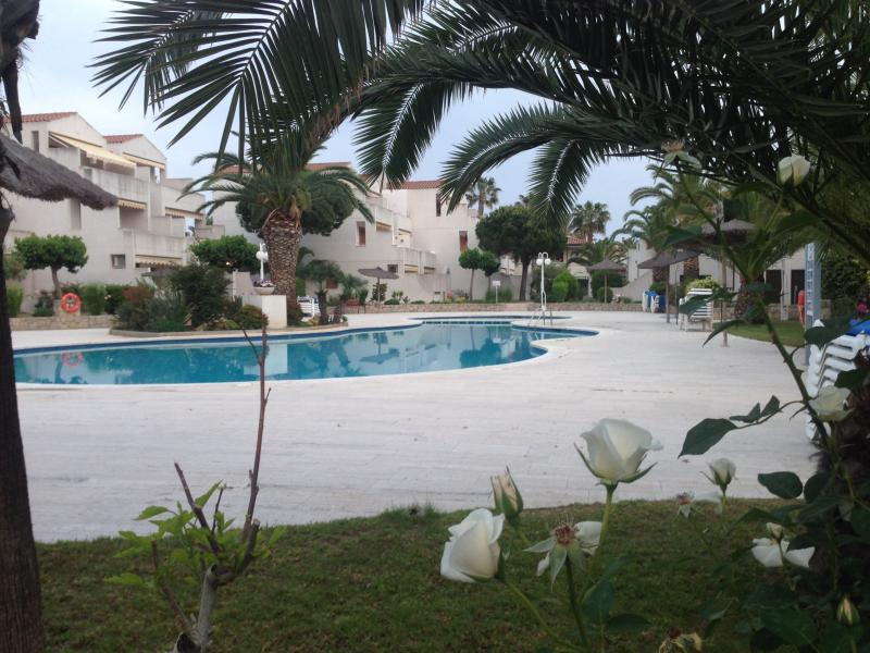 APARTAMENTO ESTIVAL PARK, vacation rental in La Pineda