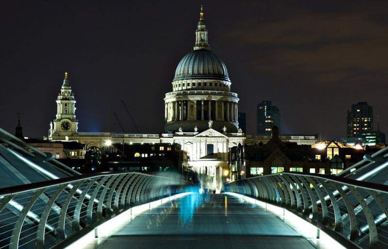 Location Location Location! It's only 4 min walk to St Paul's Cathedral!