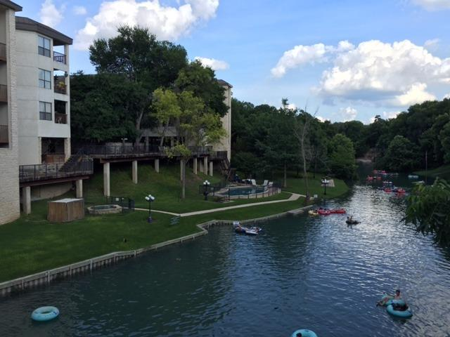 Inverness Condos Comal River New Braunfels Texas, location de vacances à New Braunfels