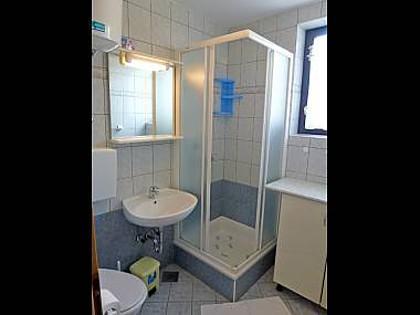 Sanja B (2 + 1): Bad mit WC
