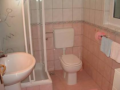 Roza(2): bathroom with toilet