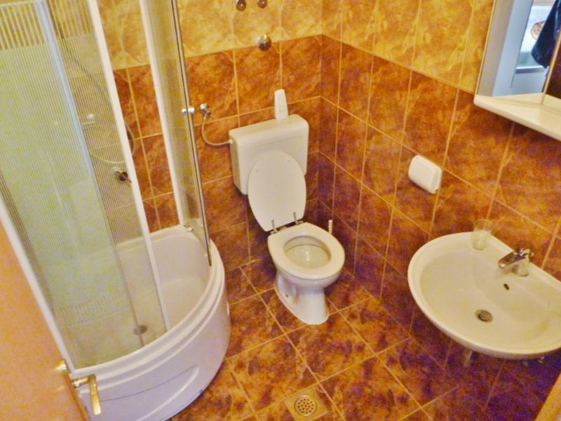 SA5(2+1): bathroom with toilet