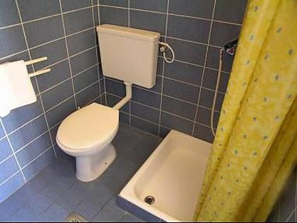 A2 (2+1) 1. KT: bathroom with toilet