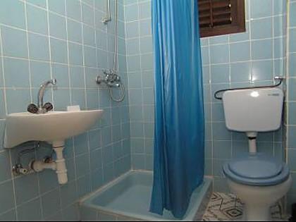 B4 (4) PR: baño con inodoro.
