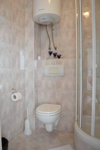 A1 (4 + 2): baño con inodoro.