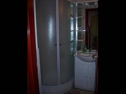A1 (4 + 2): banheiro com vaso sanitário