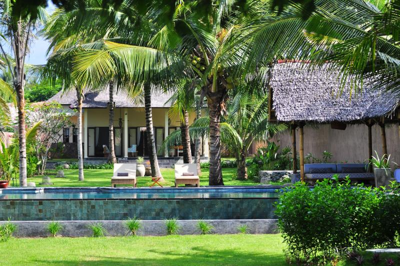 The Beach Villa with private white sandy beach, holiday rental in Lombok