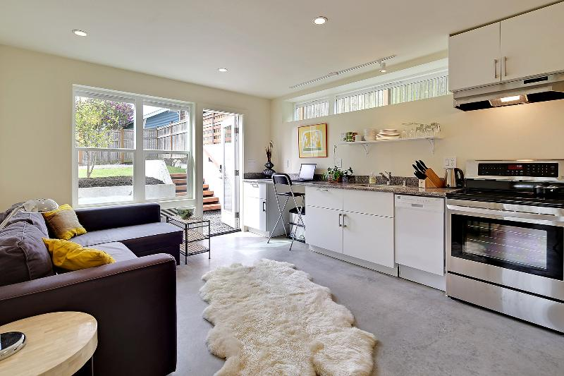 Sleek, thoughtful, eco-friendly & new 1 BR LEED, holiday rental in Shoreline