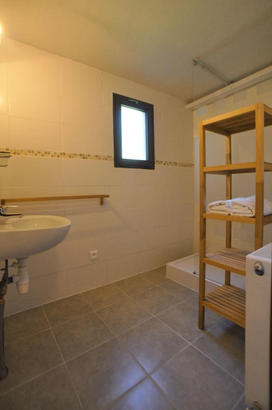 Bathroom with a separate toilet for rooms 1 and 2