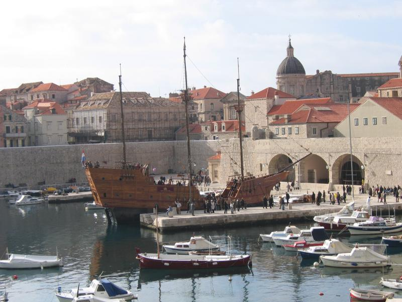 The old city of dubrovnik is reachable by boat or public transportation.