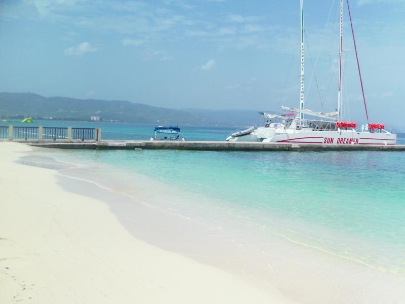 Catamarán cruceros disponibles de médicos Cave beach