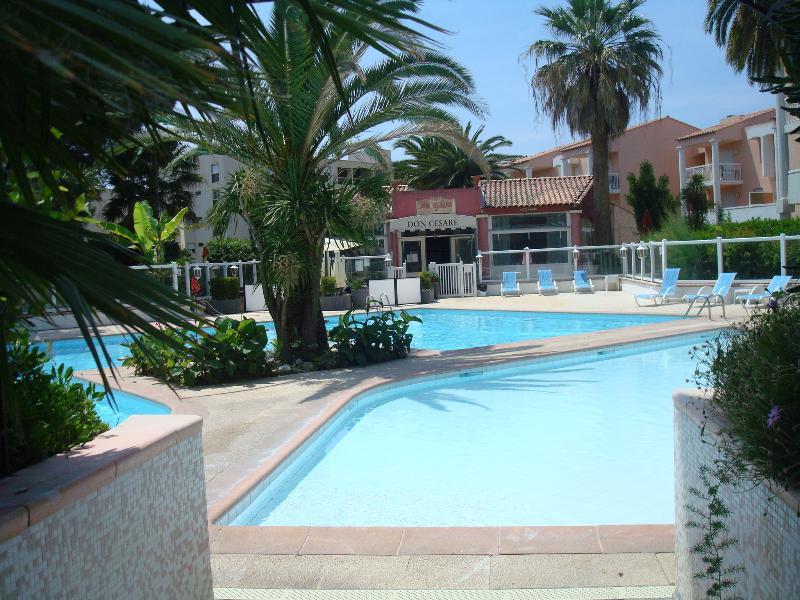spacieux appartement 3 pièces 75m2 en RdC, terrasse 70m2 , sous-sol 80 m2, vacation rental in Golfe-Juan Vallauris