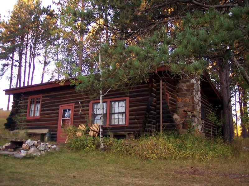 Historic 3 bedroom Log Cabin (Pine Crest) built in the1930's by the CCC, casa vacanza a Custer