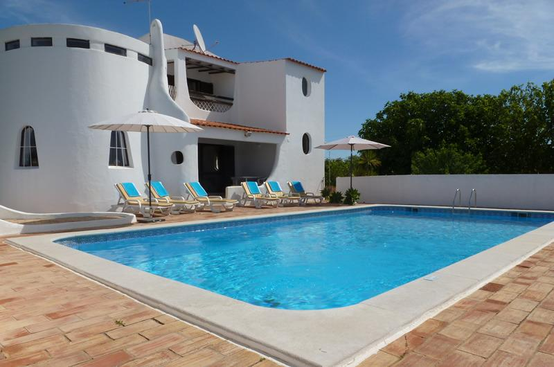 4 bedroom house with pool and lush gardens, offers peace and tranquility