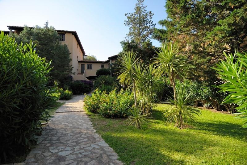 Appartamento in splendido residence a portorotondo, holiday rental in Portisco