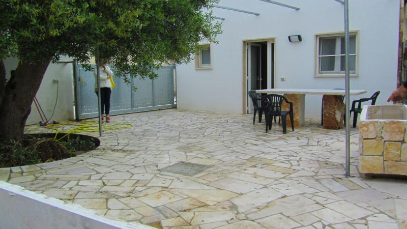 Relax Lumieri - Casa in pietra, vacation rental in Alberobello