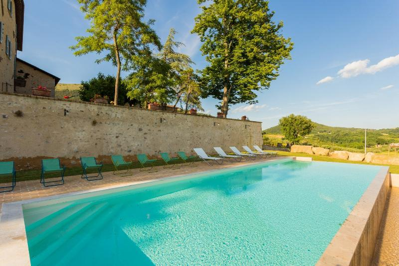Apartment in ancient umbrian palace - Scala, holiday rental in Mantignana di Corciano
