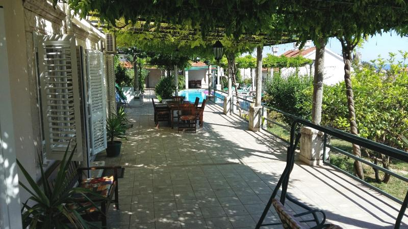 Terrace, garden, swimming pool 300sqm at your disposal