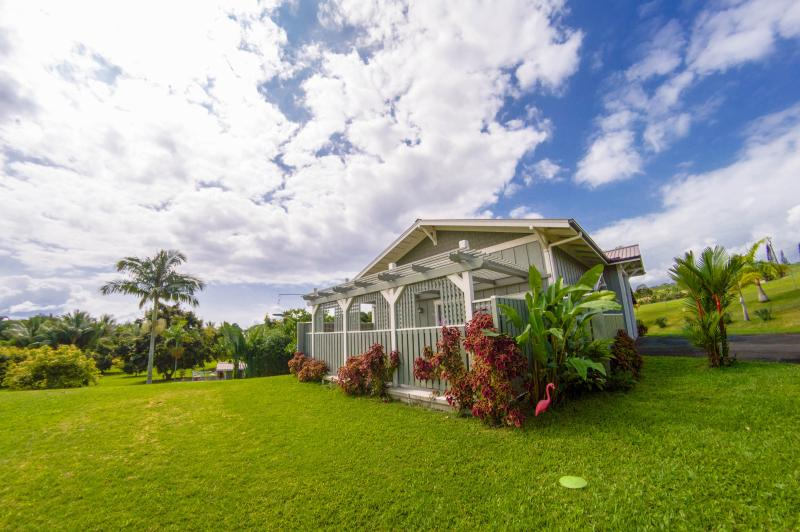 Ocean View Couples Cottage on Orchard w/ Stream, holiday rental in Papaikou