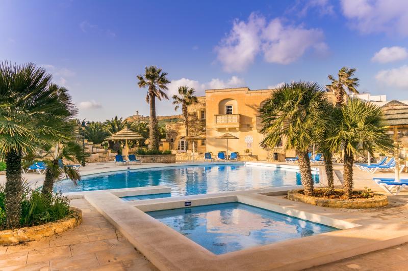 Villagg Tal-Fanal 2 Bedroom Maisonette, vacation rental in Ghasri