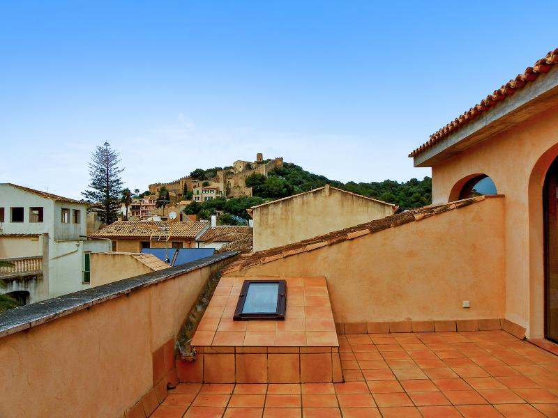 Nice house with sea view & terrace, holiday rental in Font de Sa Cala