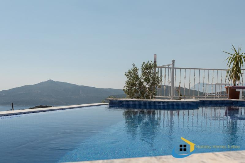 Infinite pool; infinite view ... tranquil