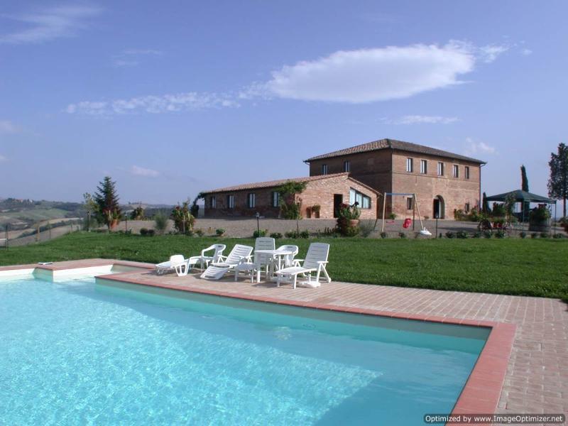 Laurent Estate - Due farmhouse rental Buonconvento, vacation rental in Buonconvento