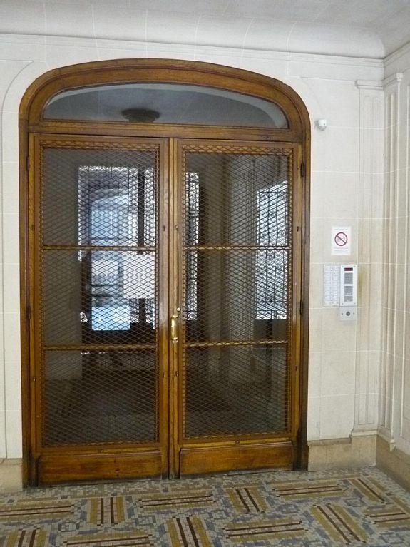Porte dans la salle
