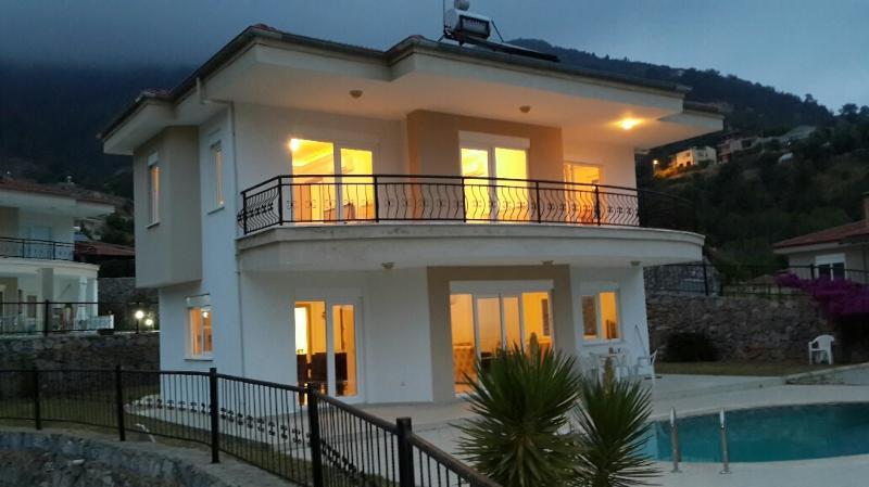 PRİVATE POOL SEA VİEW VİLLA, holiday rental in Alanya