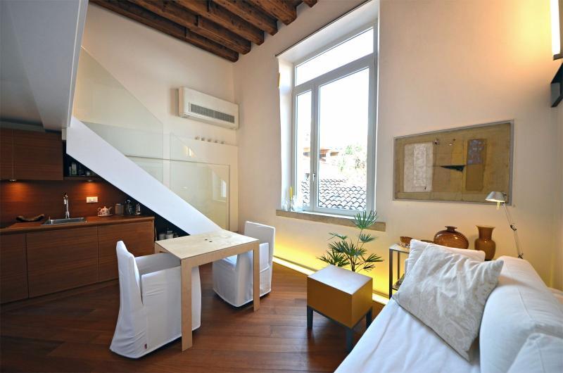 Salle de séjour confortable et aérée de San Trovaso