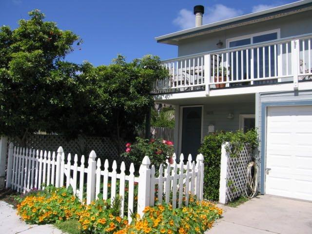 Perfect Pierpont Beach house- Ocean View & Steps to sand - great yard!, vacation rental in Ventura