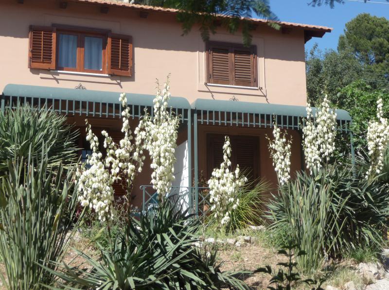 Jardim e as suites de threeroom em maio
