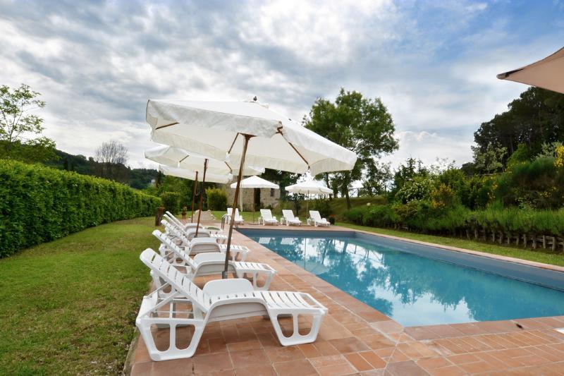 Piscina comune/common swimming pool