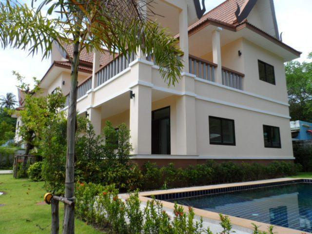 3 Bedroom Beachside Pool Villa, holiday rental in Kamala
