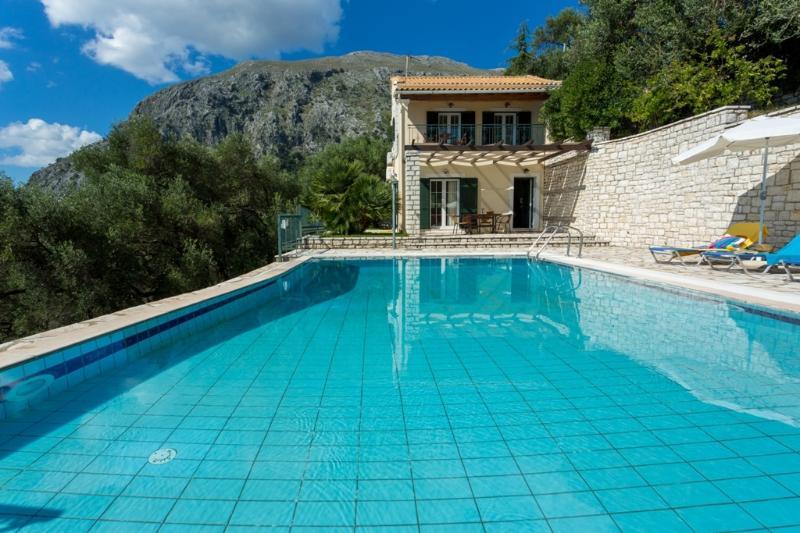 Villa Antigoni - 2 bedrooms with private pool & Wi-Fi, holiday rental in Nissaki