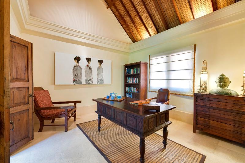 Study at Villa Frangipani
