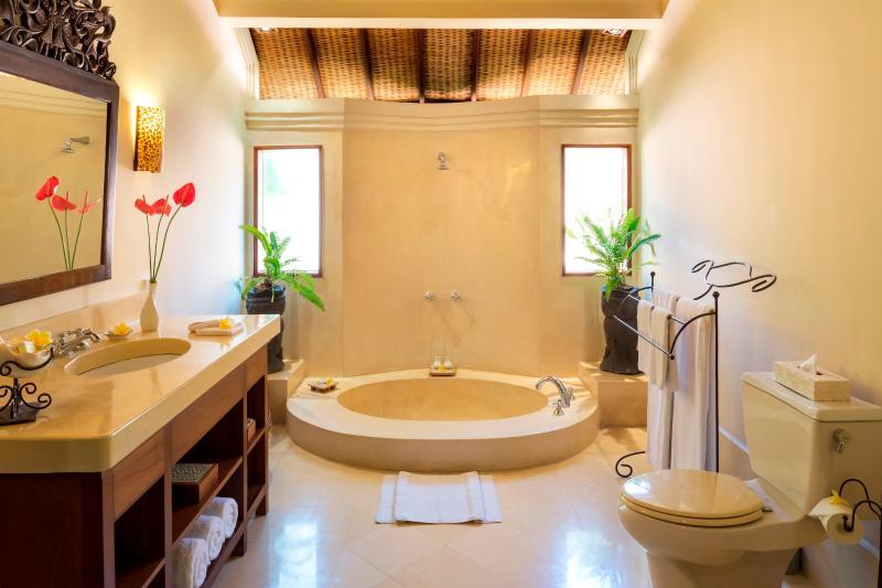 Shared Bathroom for Twin Bedroom # 1 and #2 at Villa Frangipani