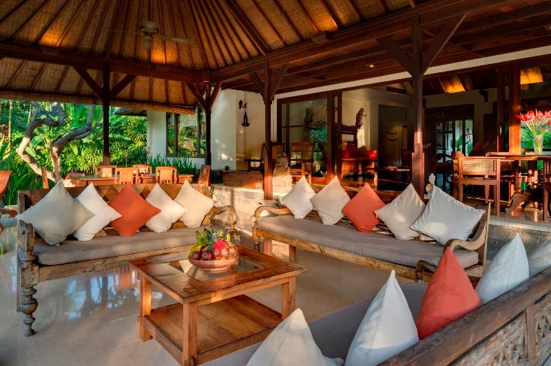 Outdoor Living Area - Villa Frangipani