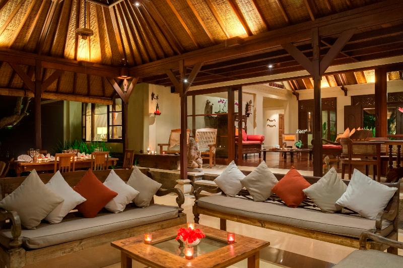 Villa Frangipani Outdoor Living at Night