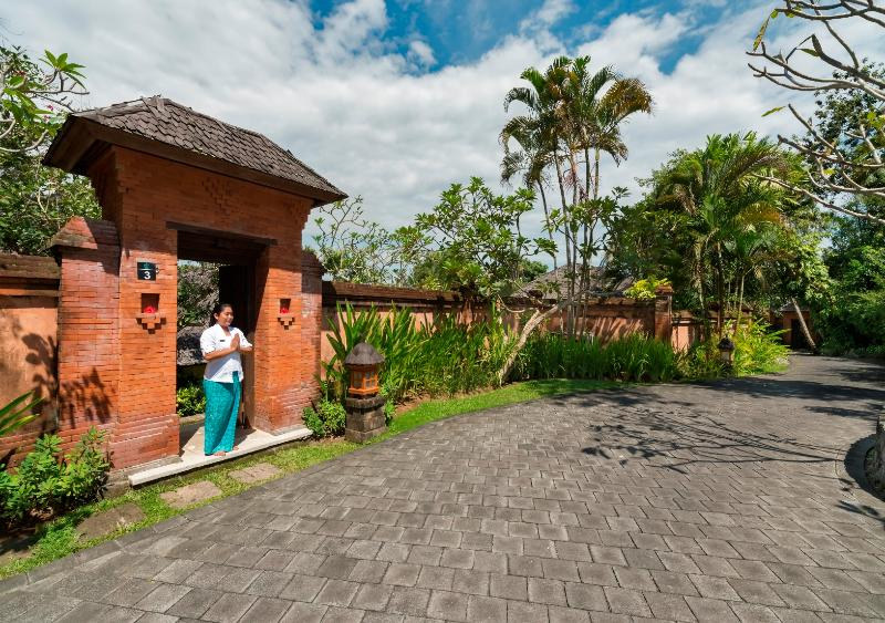 Welcome to Villa Frangipani - Guest Car Park