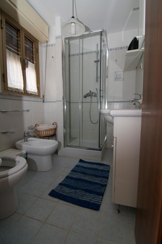 Baño con ducha, 3 vistas