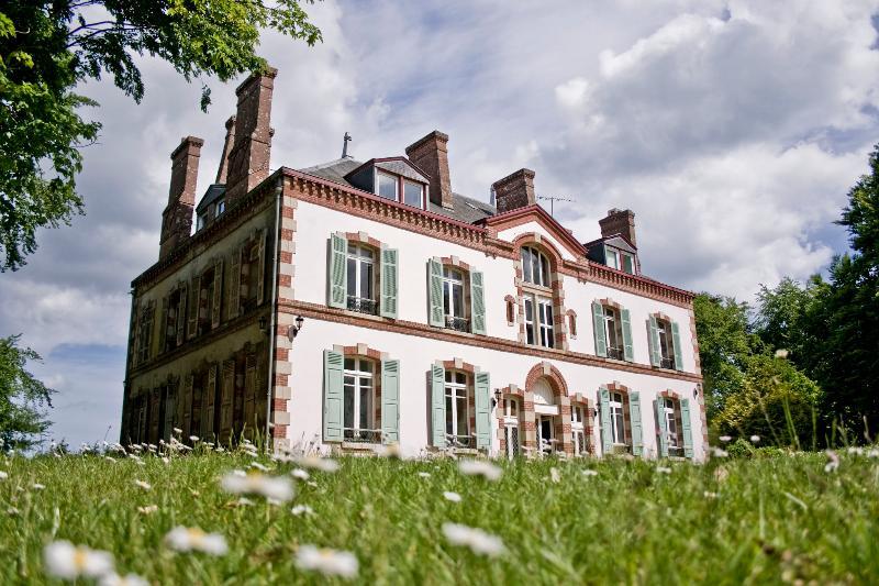 Domaine de Keravel_Gîte Paul Chardin avec cheminée, vacation rental in Pleguien