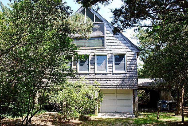 Neaptide-Family friendly, tucked away among island cedars, vacation rental in Ocracoke