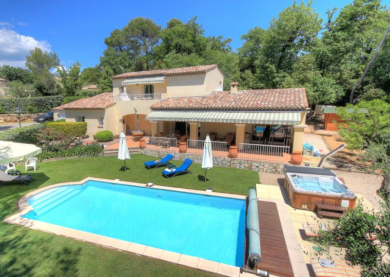 Villa Bois Dore 6 adults + 2 kids  (Total 8), Ferienwohnung in Valbonne