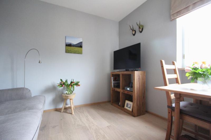 Ferienwohnung Alexa, 2 Zimmer, neu renoviert! WLAN, alquiler de vacaciones en Bad Heilbrunn
