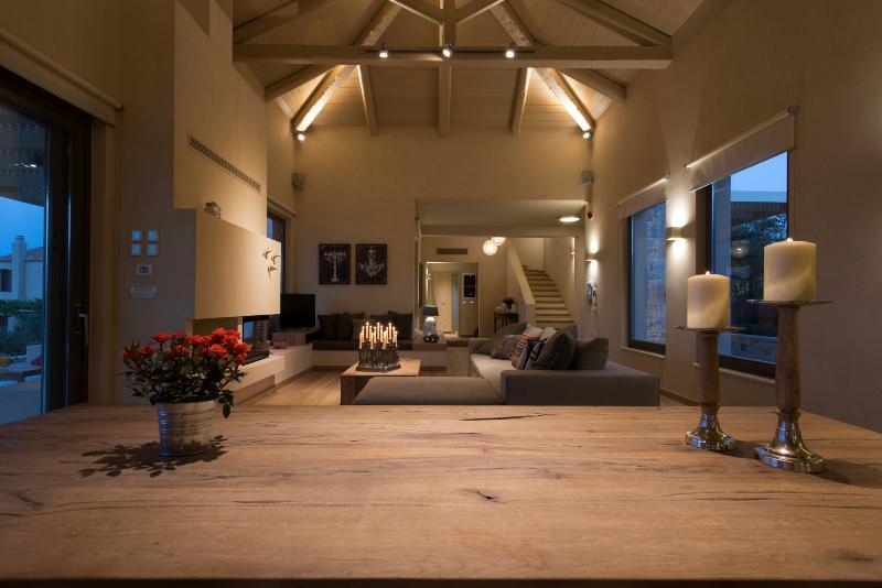 Villa Ianira- Brand New Stunning Villa, Ferienwohnung in Platanias