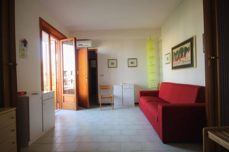 Fortuna: beach, sea, relax. Apartment 2-5 people., holiday rental in Oliveri